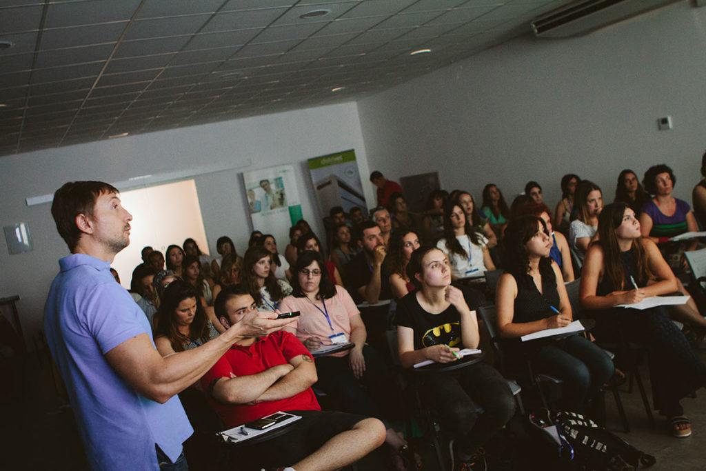 Jorge Llinás Ceballos de ponente en el Congreso de Especialidades Veterinarias celebrado por Valencia Sur junto con I-VET